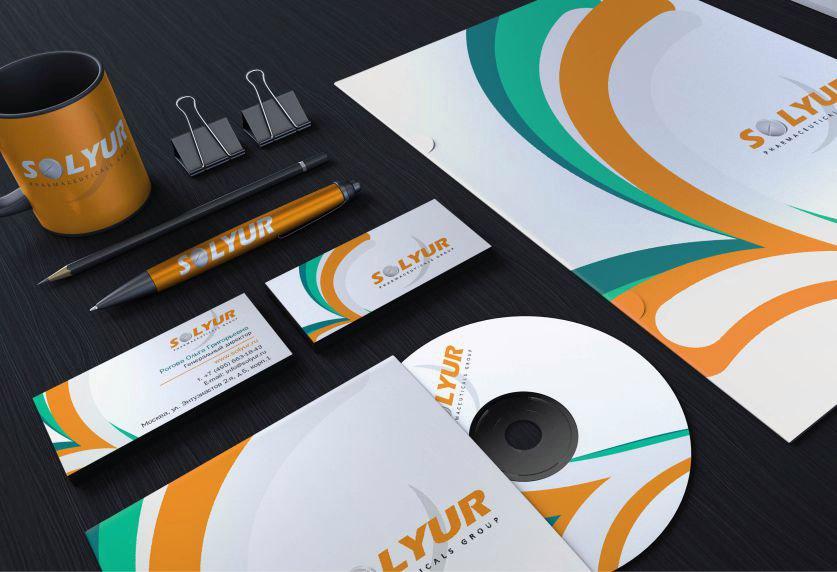 Фирменный стиль логотипа изображен на разных предметах